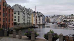 0621171524 Bras Around The World: Norway